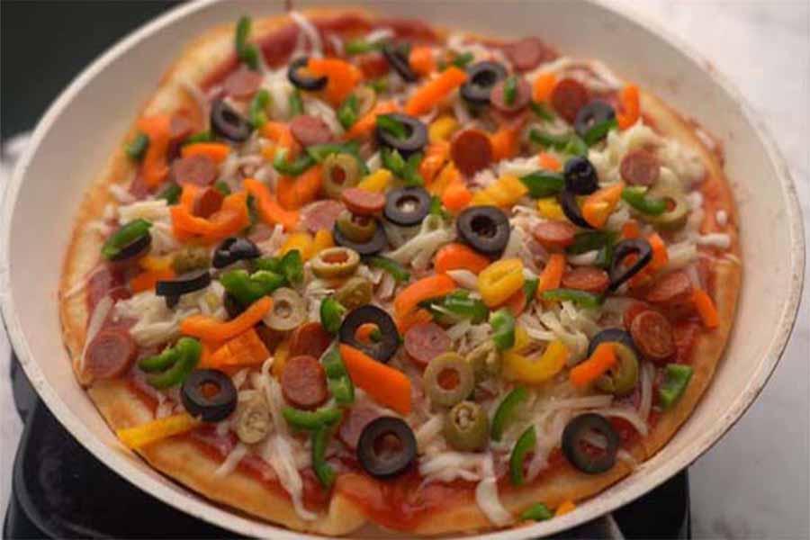 طريقة عمل البيتزا في المقلاة